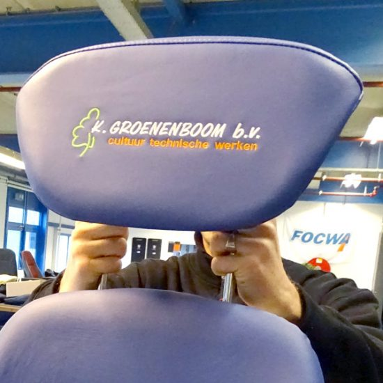 Eigen logo op Grammer stoel